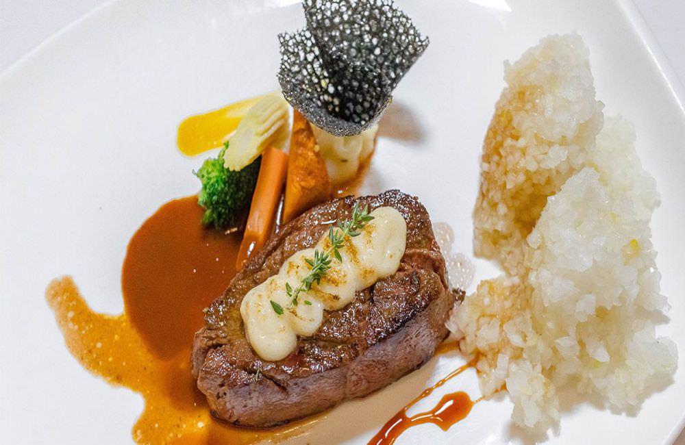 高廬專廚餐廳平價、高CP值枕頭牛排套餐。